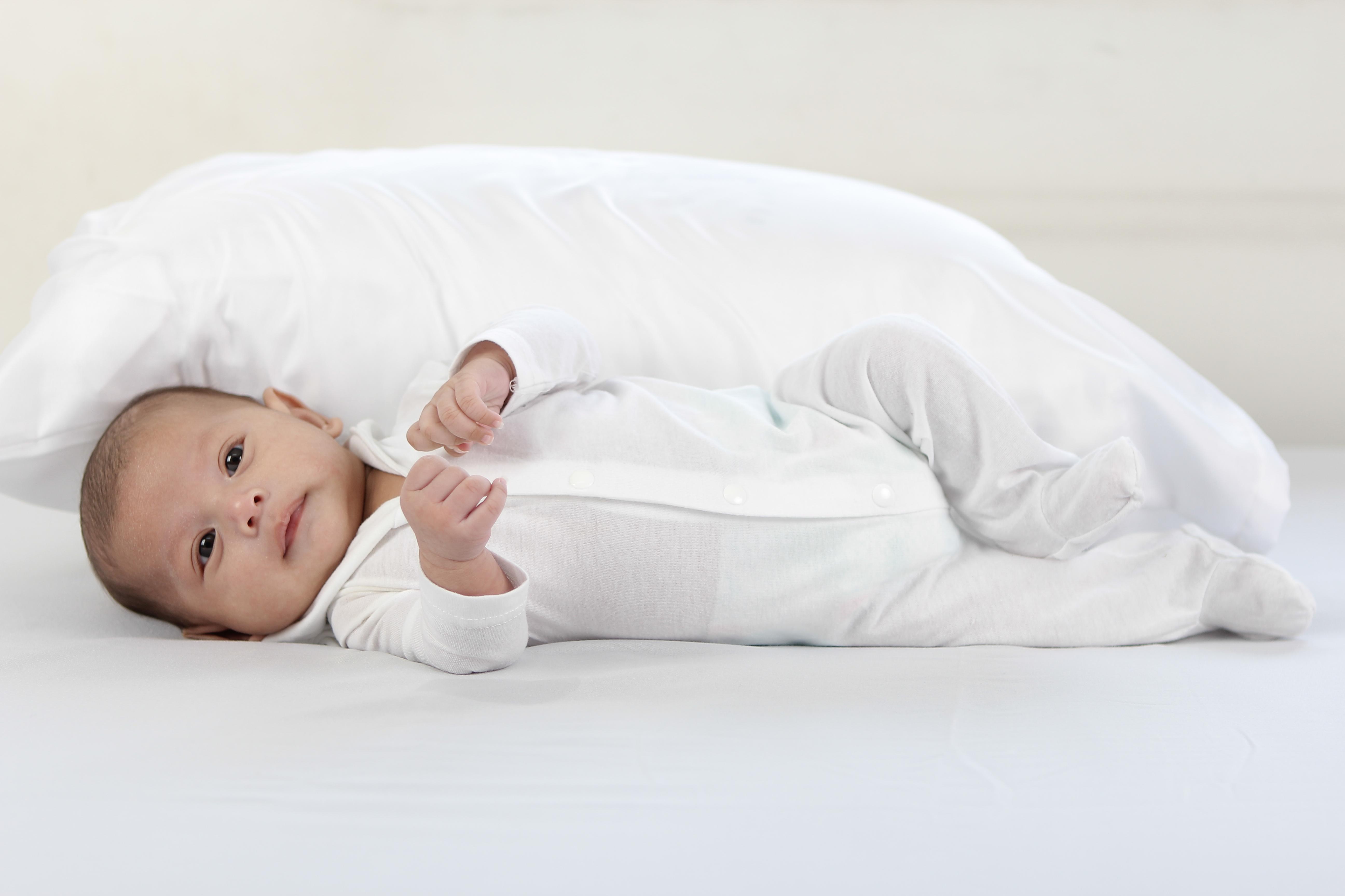 赤ちゃんのげっぷが出ないと病気?苦しそう…新生児が吐く原因!