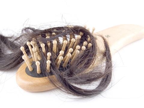 産後の抜け毛対策5選!シャンプー食べ物髪型で対策可能?育毛剤体験談!