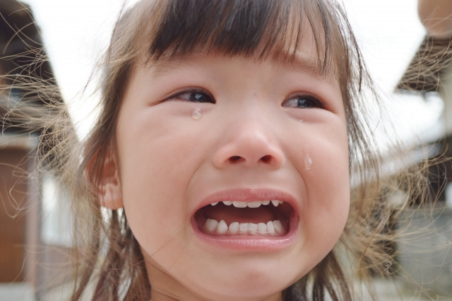 年少さんが幼稚園で泣くのはいつまで?原因は?対応は声掛け?
