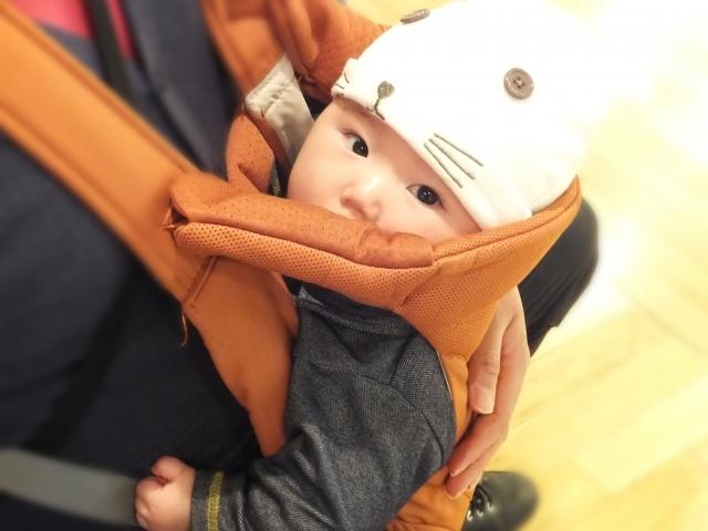 抱っこ紐はいつからいつまで使える?新生児も縦抱きして大丈夫?