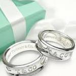 婚約指輪の意味をご存知でしょうか?指輪に込めた想いの秘話をご紹介!