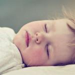 眠りたいのに眠れない!対処法や熟眠できる人気アプリをご紹介!