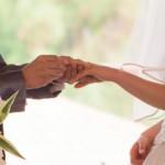 結婚したら仕事辞めたい!両立せず仕事を辞めるタイミング女性編