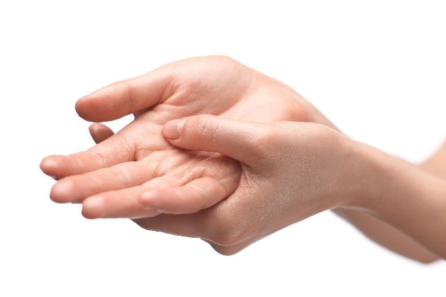 手のひらの汗が多い原因は?病気なの?対策には手術や薬が必要?