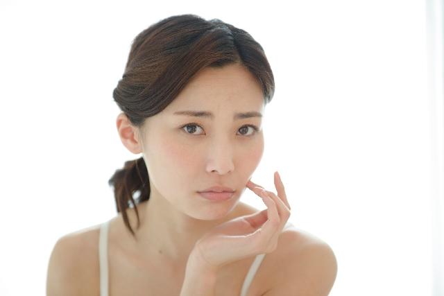 赤ら顔を治す方法は?ニキビやアトピーでも使えるおすすめ化粧水やクリームの効果を紹介!