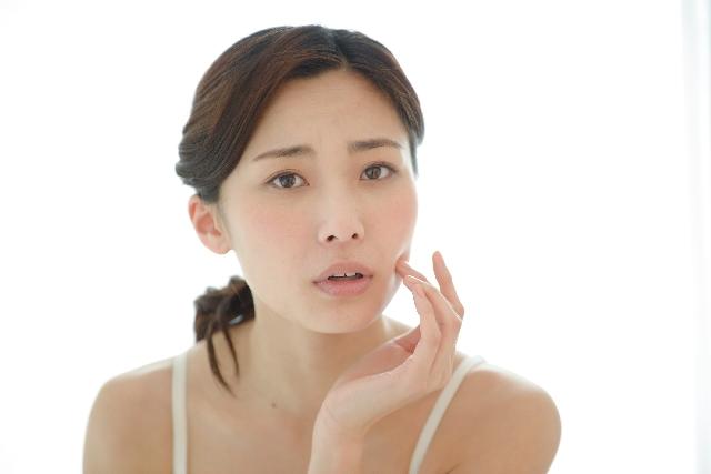 毛穴のひきしめ方法はやっぱり化粧水?おすすめの美容液も紹介!