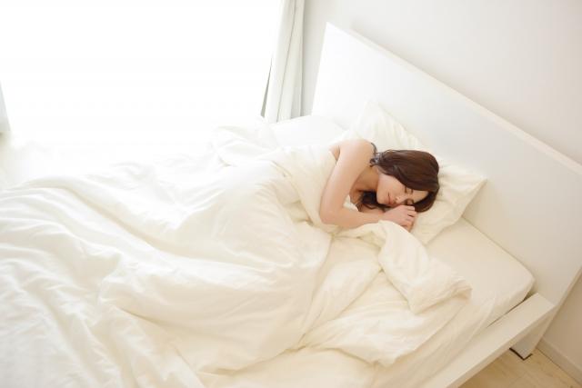 睡眠の姿勢が肩こり、腰痛の原因になる?深層心理も分かっちゃう!