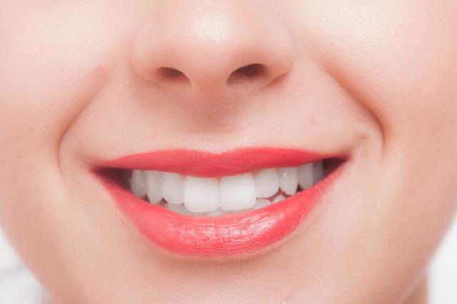 歯を白くしたいなら歯磨き粉や重層?簡単に自宅でできる方法とは