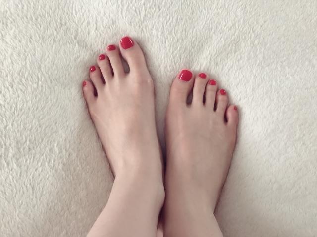 足爪にネイルできない?!冬も夏もケアが大事?美爪になるには